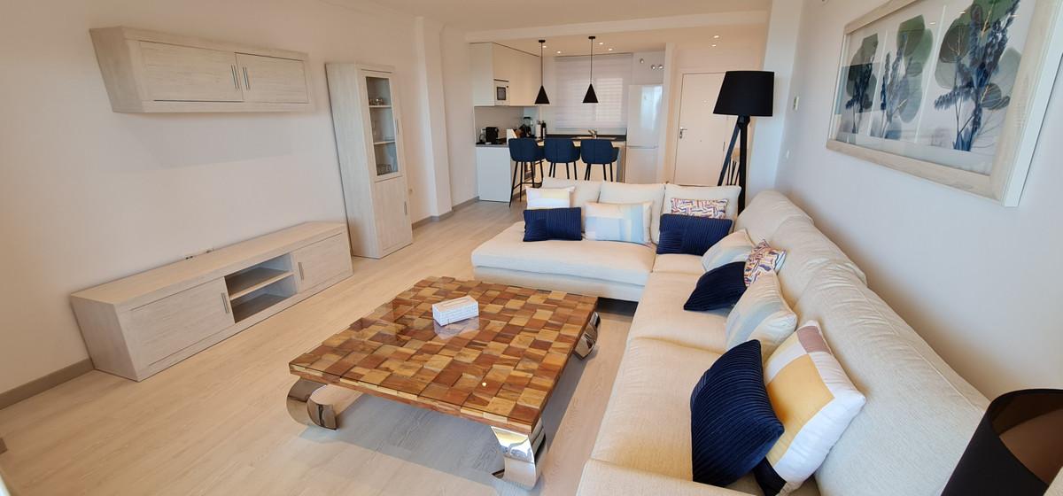 Apartamento Planta Media en Venta en Calahonda – R3735409