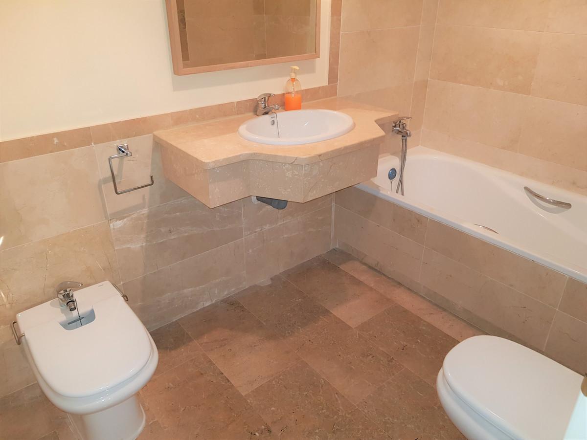 Apartamento Planta Media en Venta en Calahonda – R3348565
