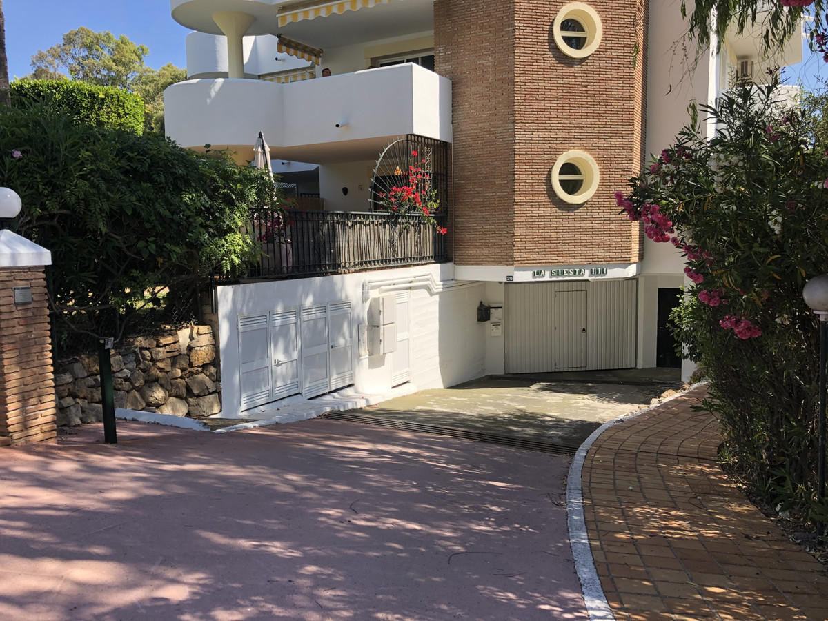 Opportunity to purchase a parking space and a storage room in the lower area of Calahonda. Sales pri,Spain