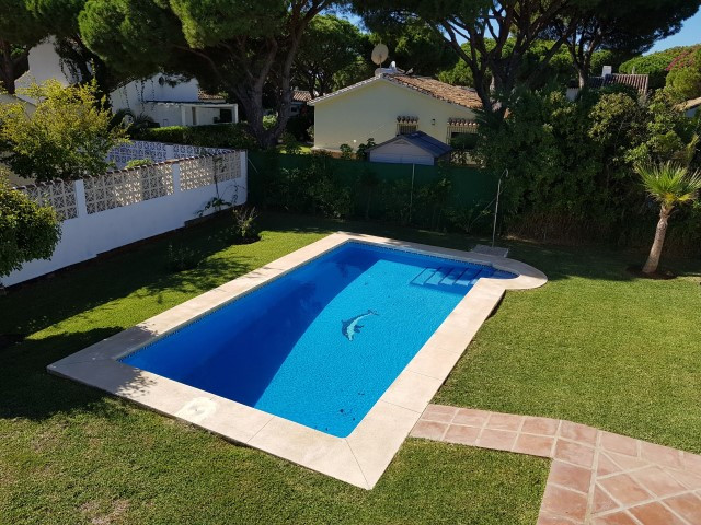 Great four bedroom and two bathroom villa with private garden and pool located in Calahonda, Mijas C,Spain