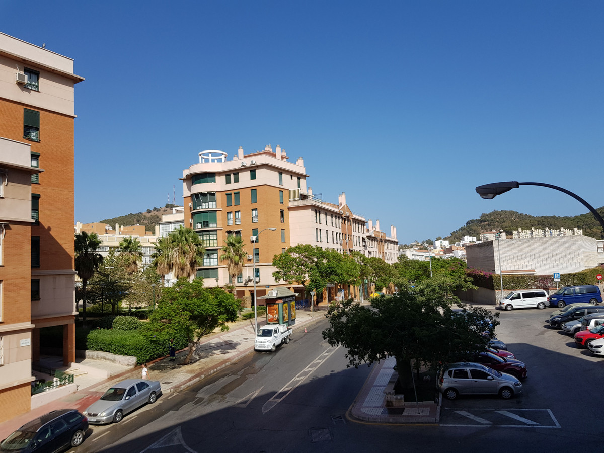 Large apartment in the University area of the El Ejido, in the center of Malaga, just 10minutes from, Spain