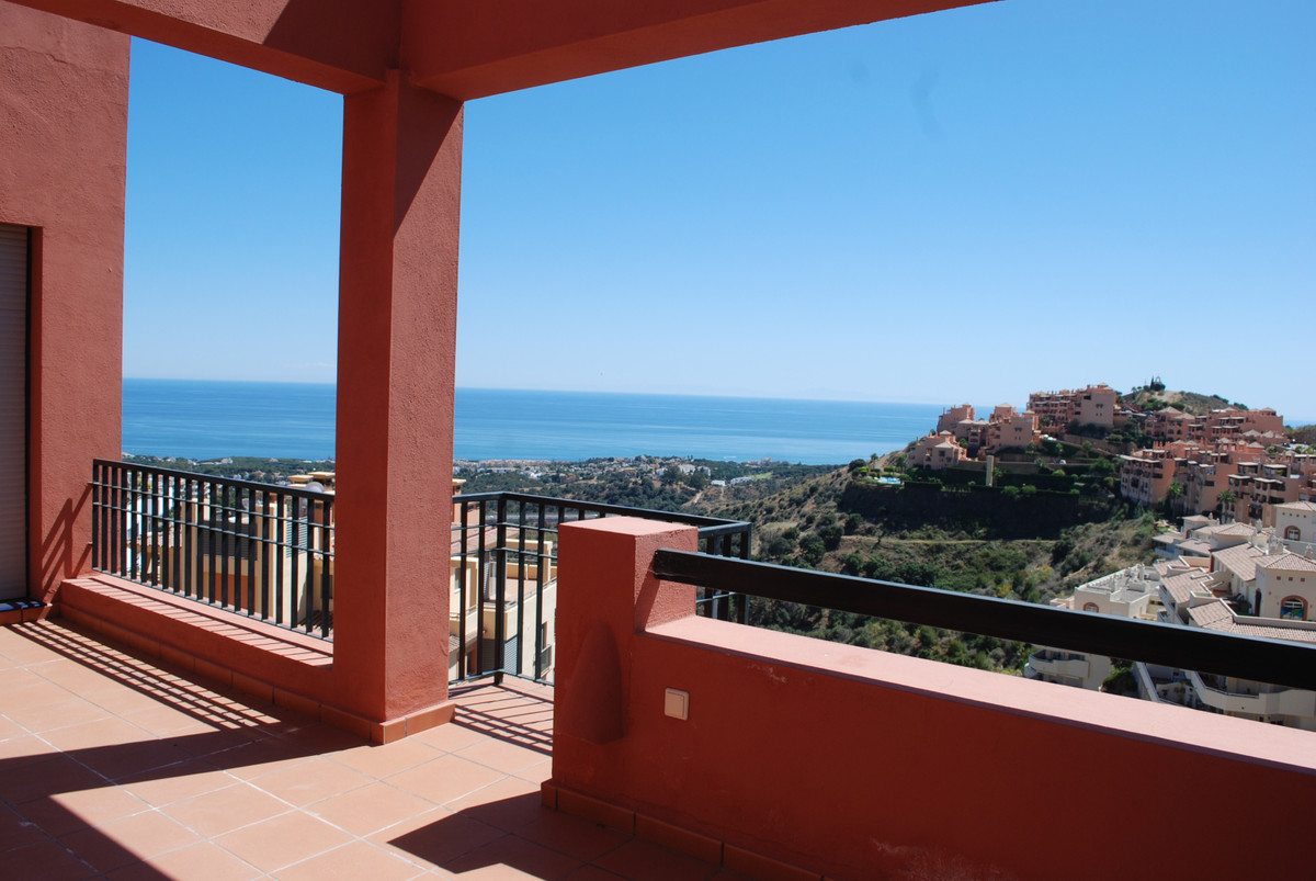 This apartment is located in the upper part of Calahonda, Mijas Costa, it is located just 30 minutes, Spain