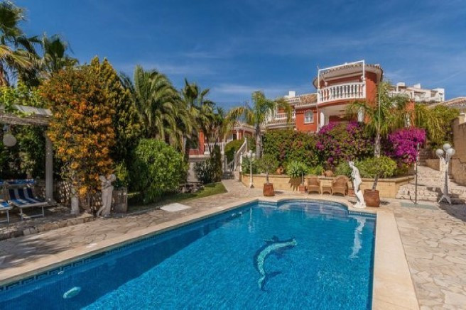 Great summer residence in one of the exklusive spots along the Costa del Sol. This villa is located , Spain