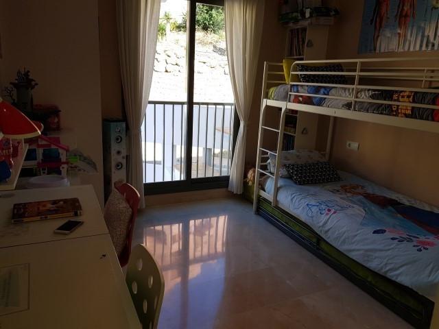 Apartamento Planta Media en Venta en Calahonda – R3043001