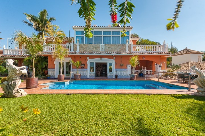 Amazing villa located in the Mijas Costa area, close to the beach. The villa offers panoramic views ,Spain