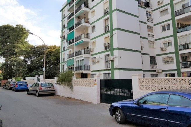 Very unique opportunity to buy a recently reformed apartment with three bedrooms and one bathroom in, Spain