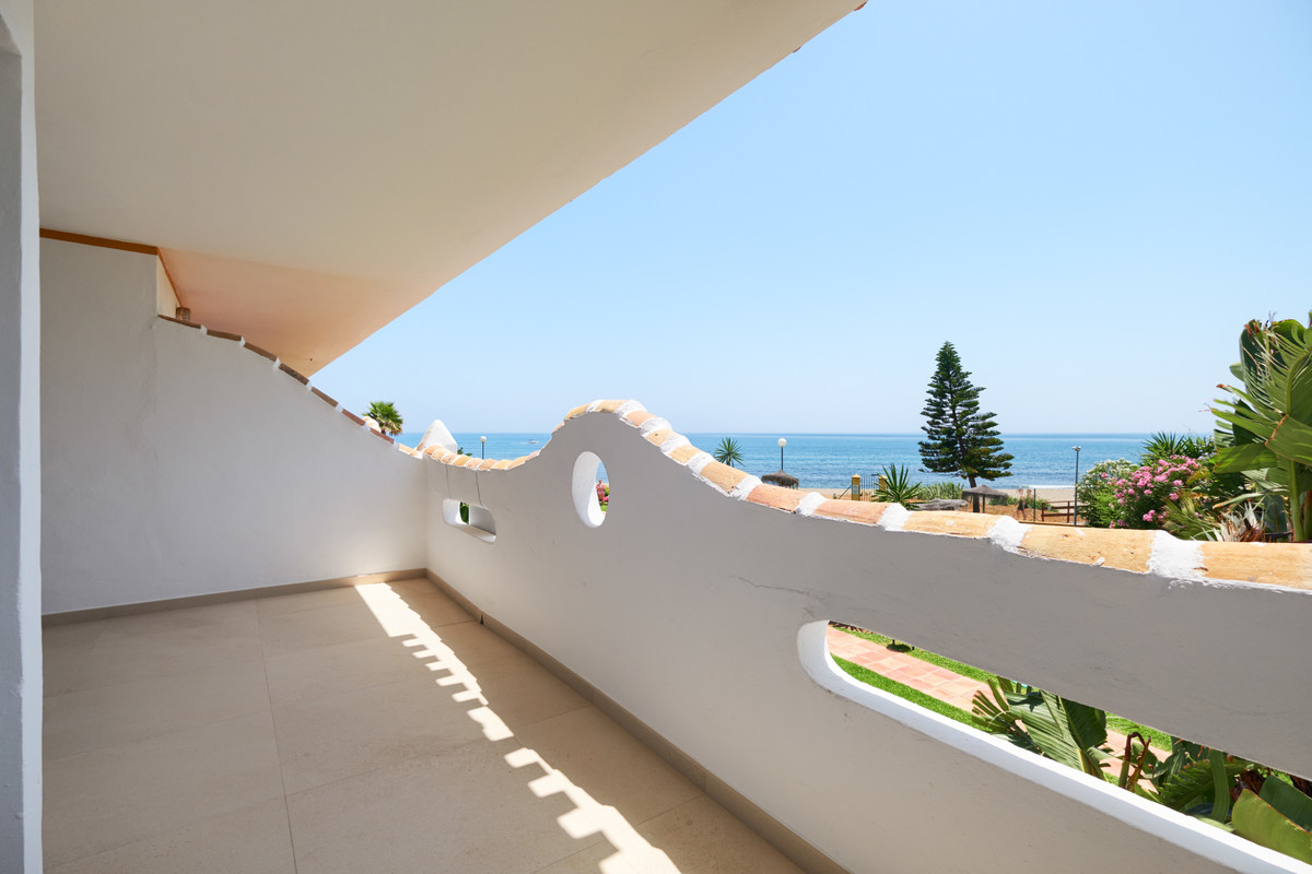 Middle Floor Apartment for sale in Calahonda