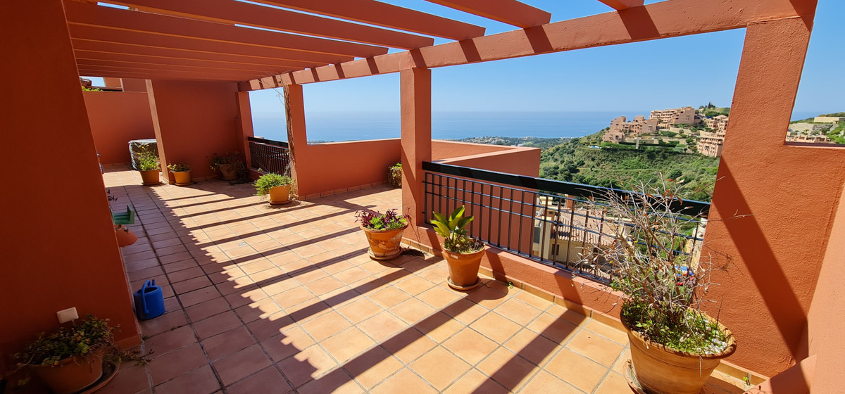 This amazing penthouse is one of his kind! Located in the upper part of Calahonda, Mijas Costa, it i,Spain
