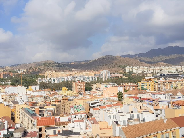 Middle Floor Apartment for rent in Málaga Centro