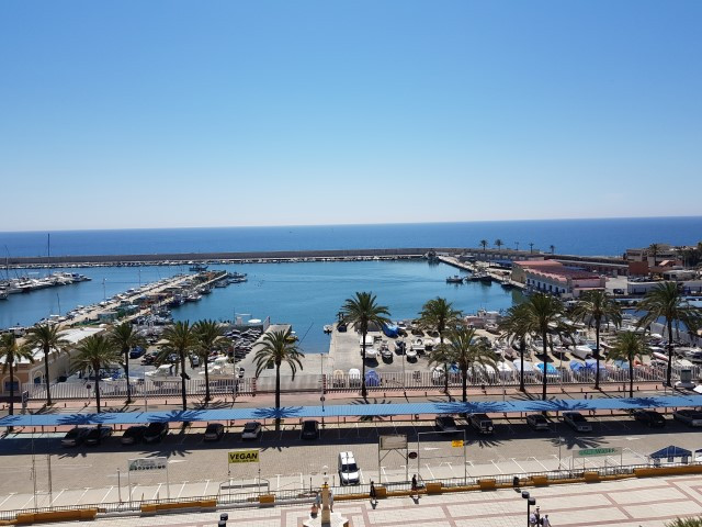 Looking for a beach front property in Fuengirola? This apartment is perfectly situated frontline on Spain