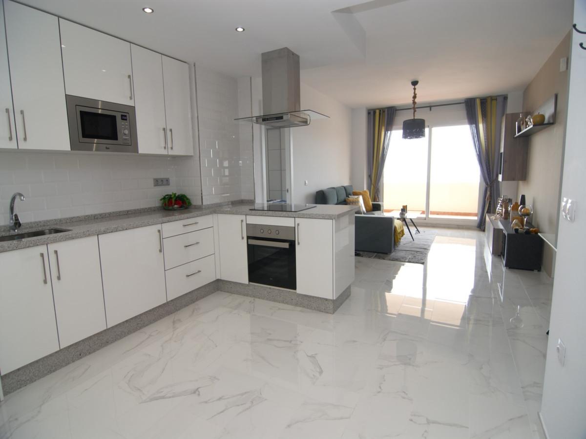Apartamento Planta Media en Venta en Calahonda – R3294865