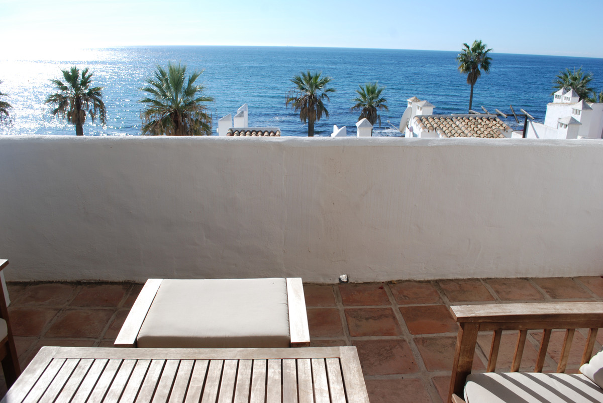 Very unique beach front duplex apartment with a private garage! This apartment is very unique in its, Spain