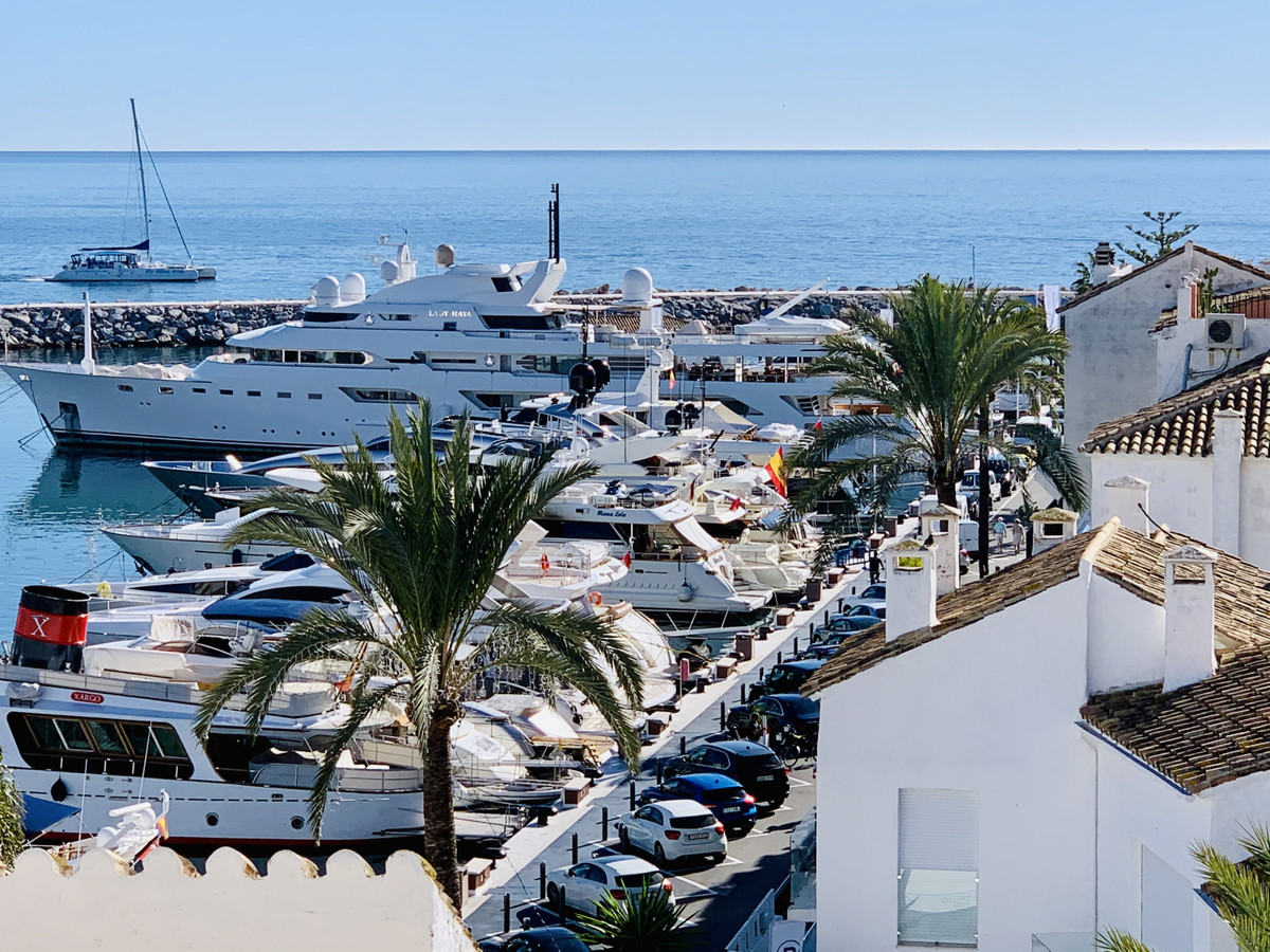 Penthouse for sale in Puerto Banús