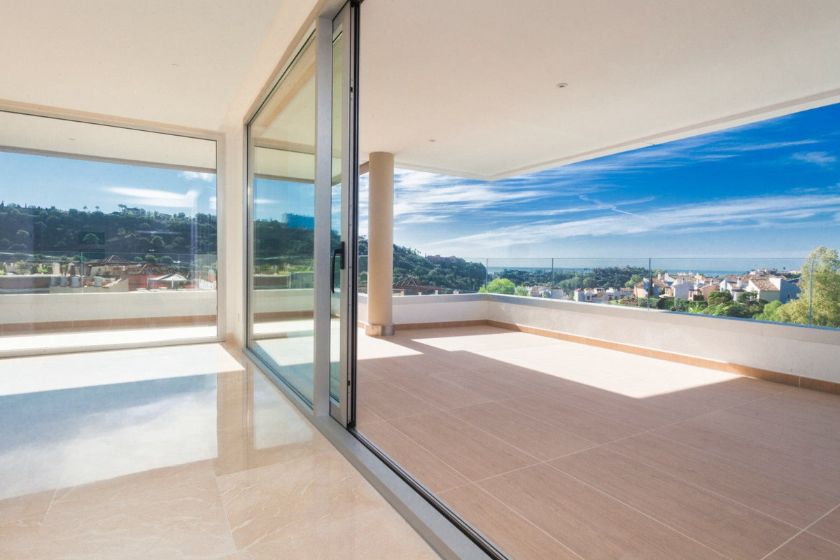 New, spacious duplex corner penthouse. Sunny terraces of 140 m2, nicely located in the exclusive are,Spain