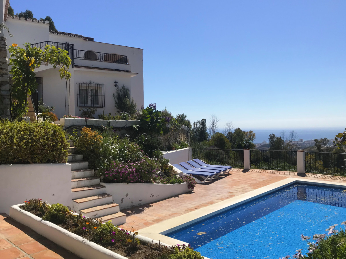 MAGNIFICENT AUTHENTIC ANDALUSIAN VILLA set in tranquil and private enclove less than 1 km from Mijas,Spain