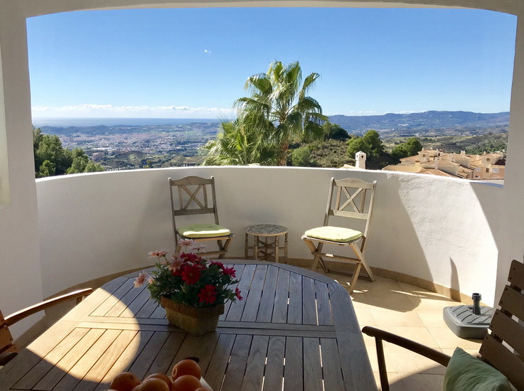 WONDERFUL TOWNHOUSE or attached villa in a very well-kept complex within the urbanization of Buena V,Spain