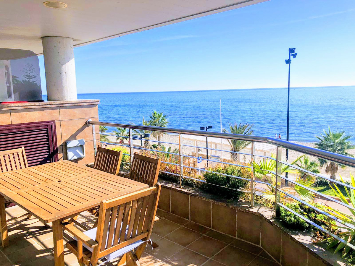 Middle Floor Apartment, Fuengirola, Costa del Sol. 2 Bedrooms, 1 Bathroom, Built 71 m², Terrace 16 m, Spain