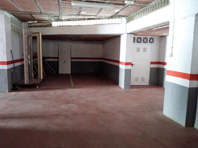 Garage, Mijas Costa, Costa del Sol. Built 302 m².  Setting : Town, Commercial Area, Close To Shops, ,Spain