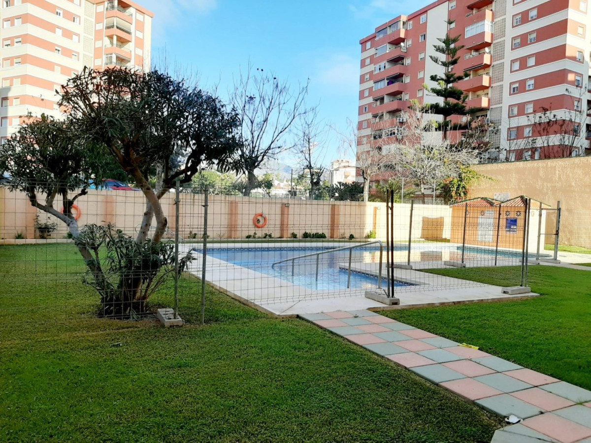 Middle Floor Studio, Fuengirola, Costa del Sol. Built 41 m².  Setting : Town, Commercial Area, Beach, Spain