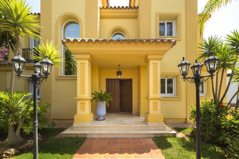 Villa – Chalet en venta en Elviria – R3437890