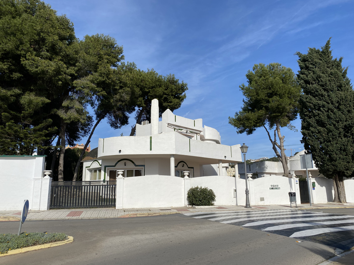 Investment opportunity!  privet villa with a lot of potential and Holiday rental certificate in plac, Spain