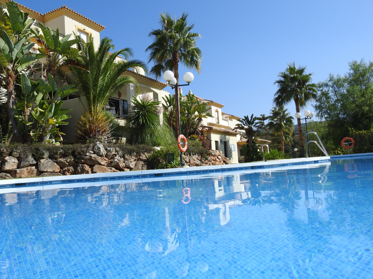 BEAUTIFUL - APARTMENT WITH GOLF VIEWS.   Enjoy the most prestigious lifestyle in this modern and spa,Spain