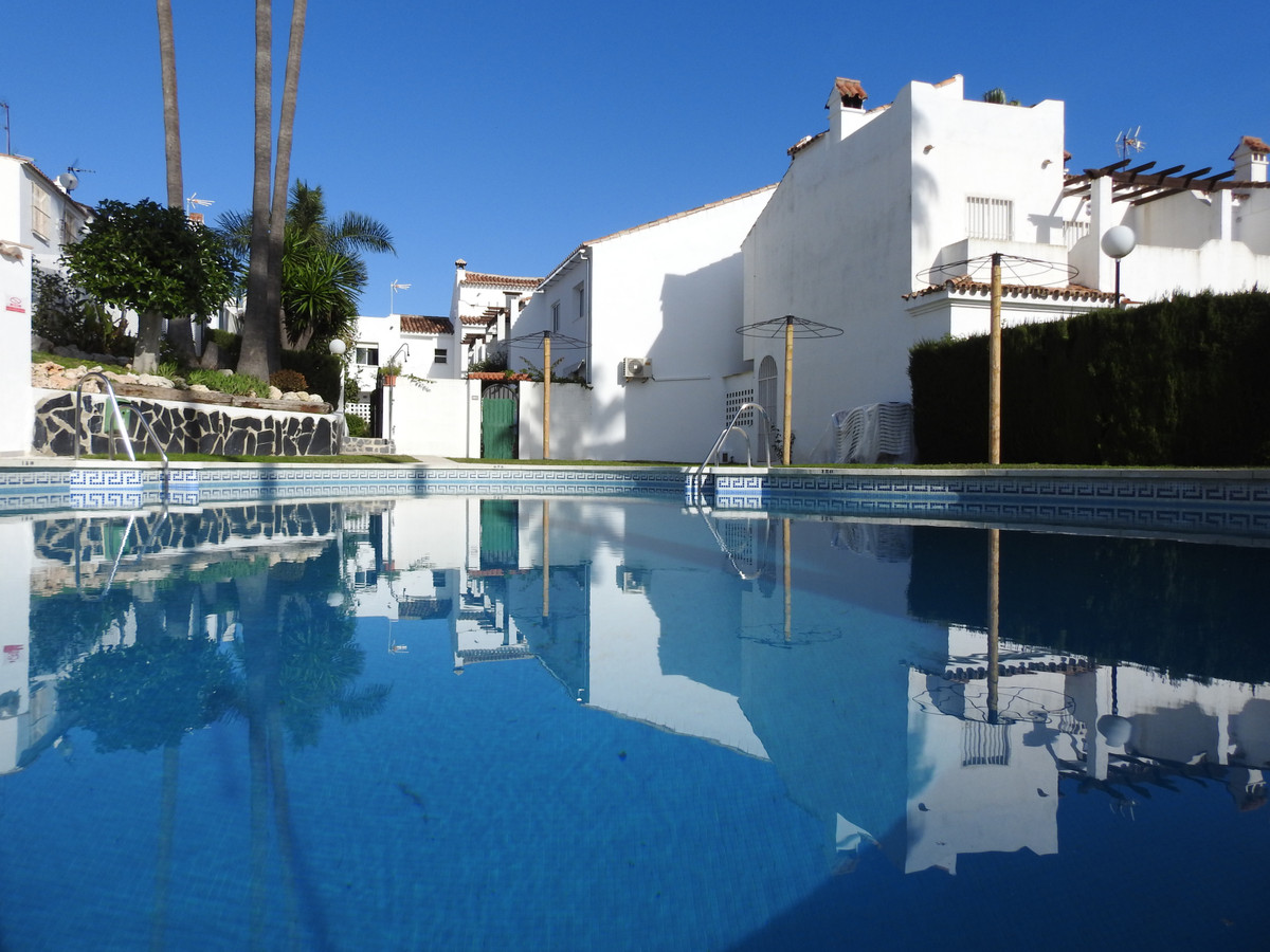 Beautiful townhouse, located in Bell Air, in a quiet area. This fantastic townhouse has 2 floors. On,Spain