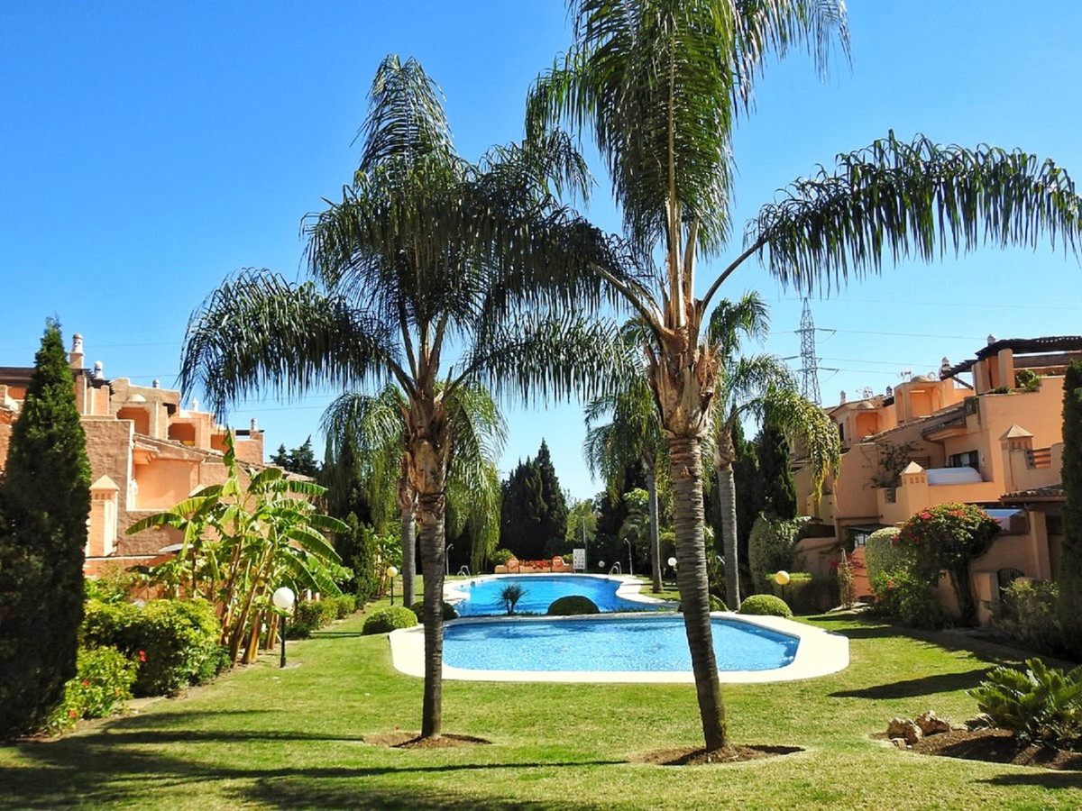 Fantastic townhouse with many possibilities for expansion in Nagueles.  This beautiful townhouse has, Spain