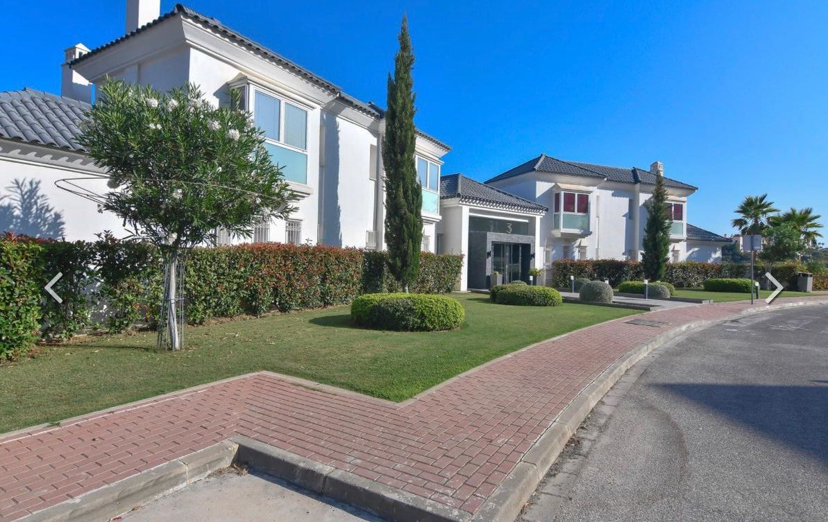 Beautiful and modern apartment. This luxurious ground floor apartment overlooking the golf course an,Spain