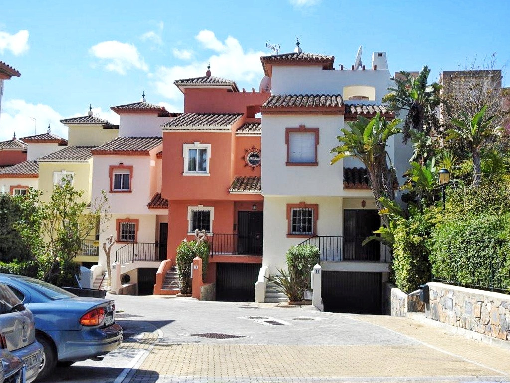 3 Bedroom Terraced Townhouse For Sale New Golden Mile
