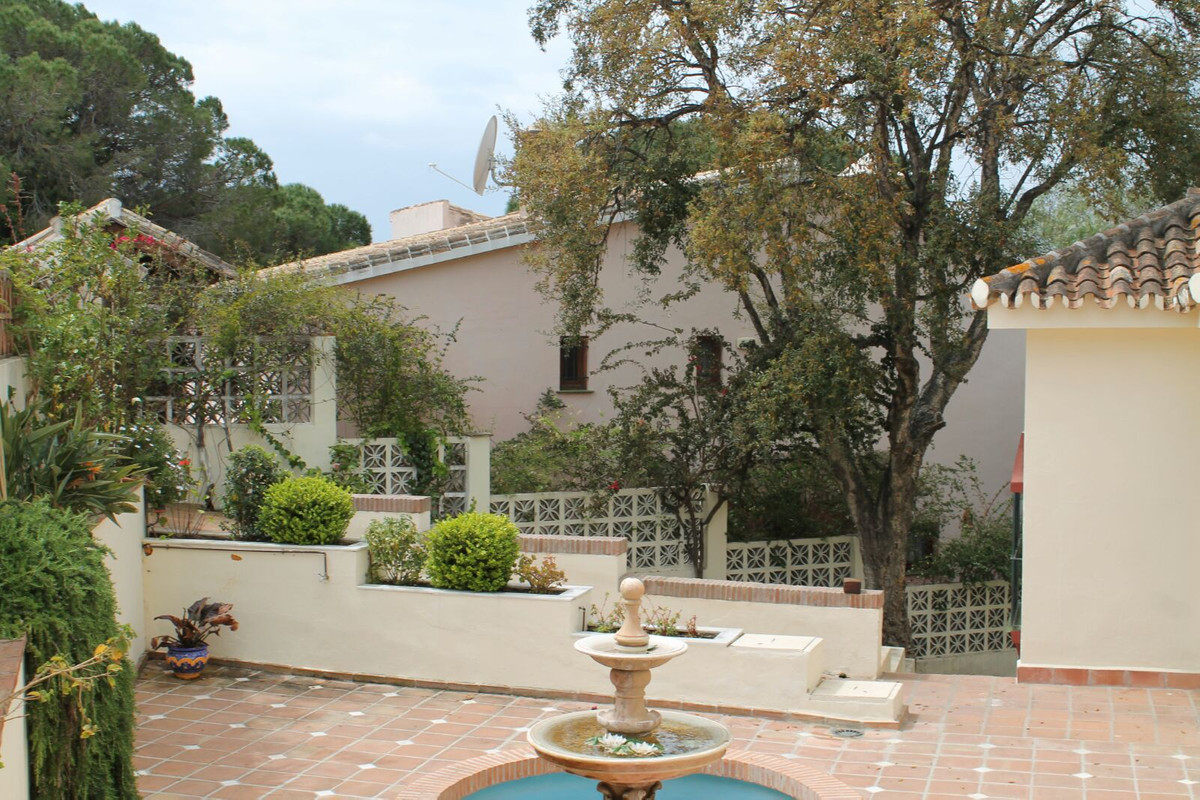 Perfectly located 5 bedrooms 4 bathroom villa with huge plot for sale in Las Chapas, a sought after ,Spain