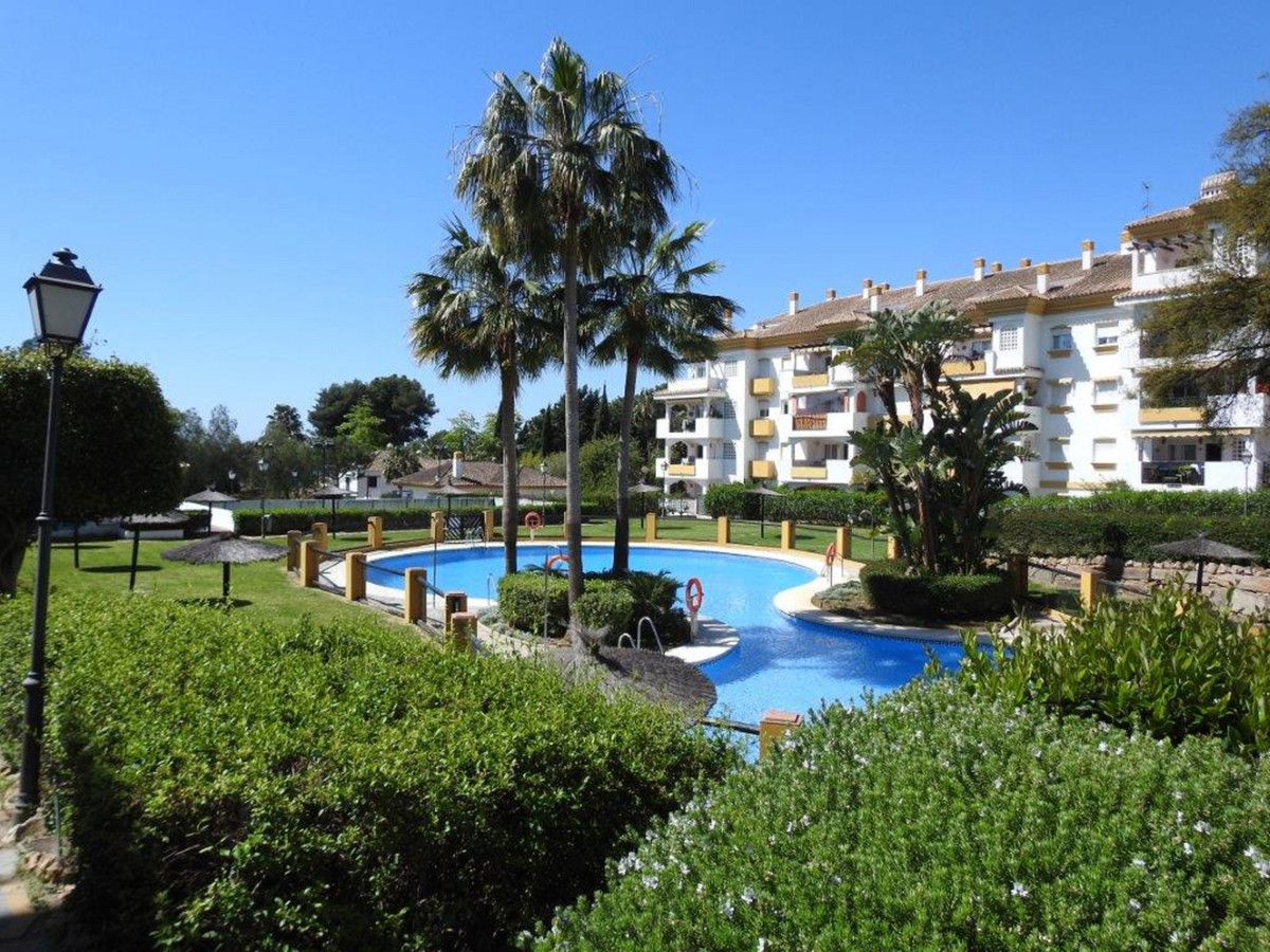 Excellent apart in middle floor in the Heart of Nagueles.  This fantastic apartment consists of a sp,Spain