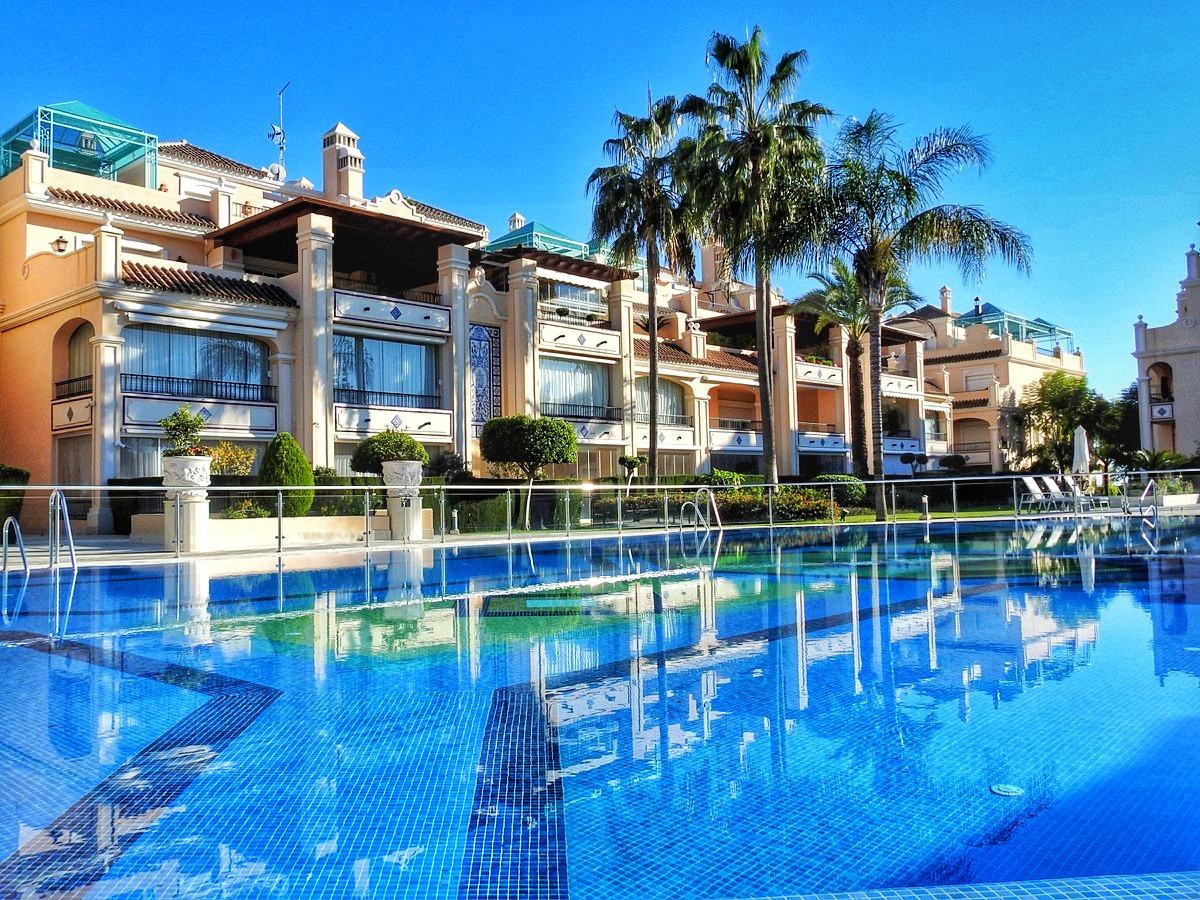 This luxurious urbanization with bright apartments, are in an excellent location as is the golden mi, Spain