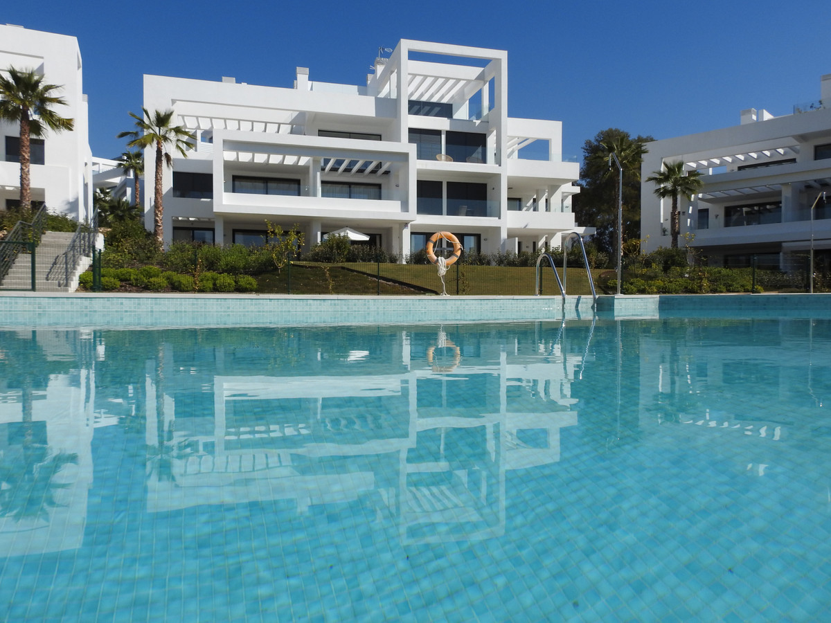 Fantastic bass new construction on the first line of Golf.  This modern furnished low, with domotica, Spain