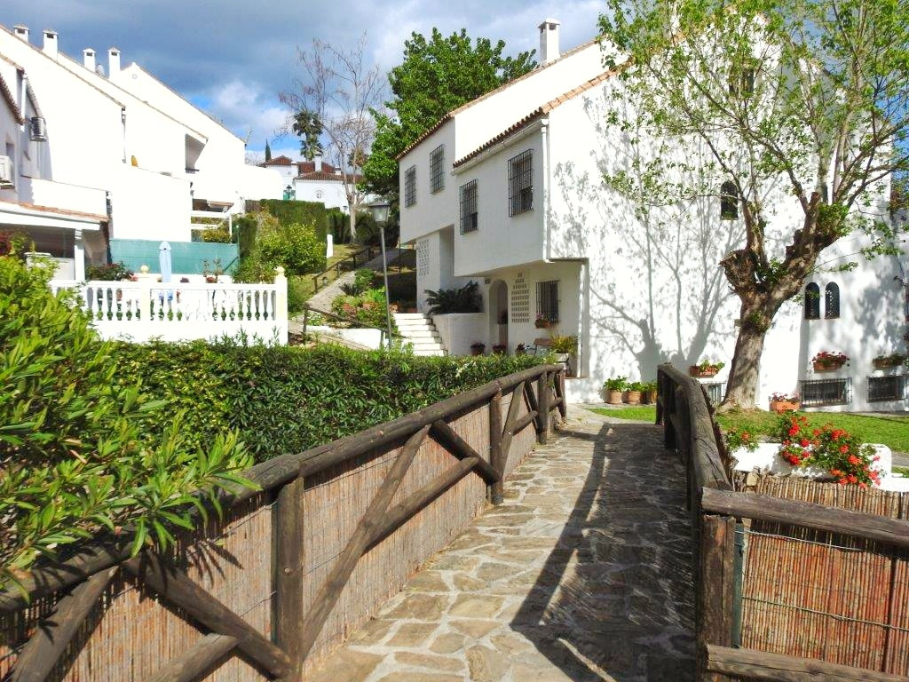 Excellent townhouse in urbanization El Capricho. In a country setting, with extensive green areas, s, Spain