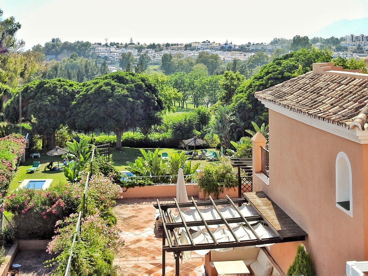Duplex penthouse, located in Guadalmina, next to the renowned golf course of Guadalmina. Guadalmina ,Spain