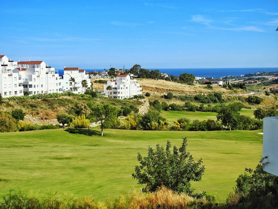 Great opportunity ! Magnificent apartment located in a quiet residential complex in one of the best ,Spain