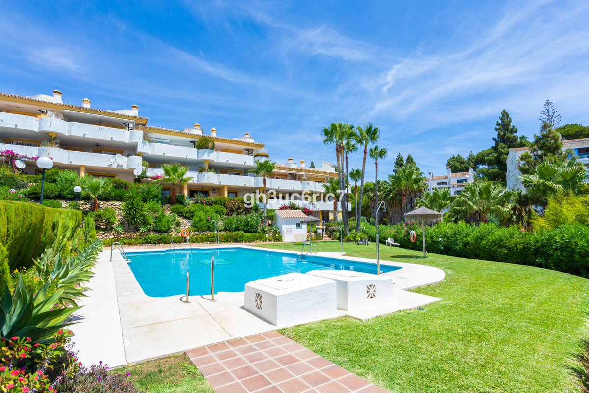 FRONTLINE GOLF apartment in Calahonda! This well maintained 3 bedroom, 2 bathroom apartment has a br,Spain