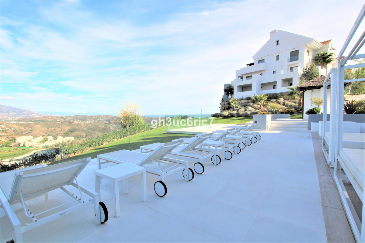 A wonderful one bedroom elevated ground floor apartment with a large terrace with sea views, over lo,Spain