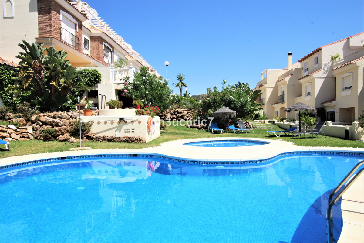 A fantastic four bedroom townhouse located in lower Calahonda, within easy walking distance to the b,Spain