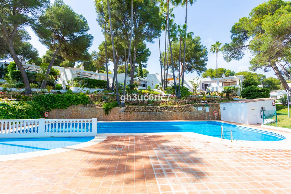 Marbella Banus Adosado en Venta en Calahonda – R3839866