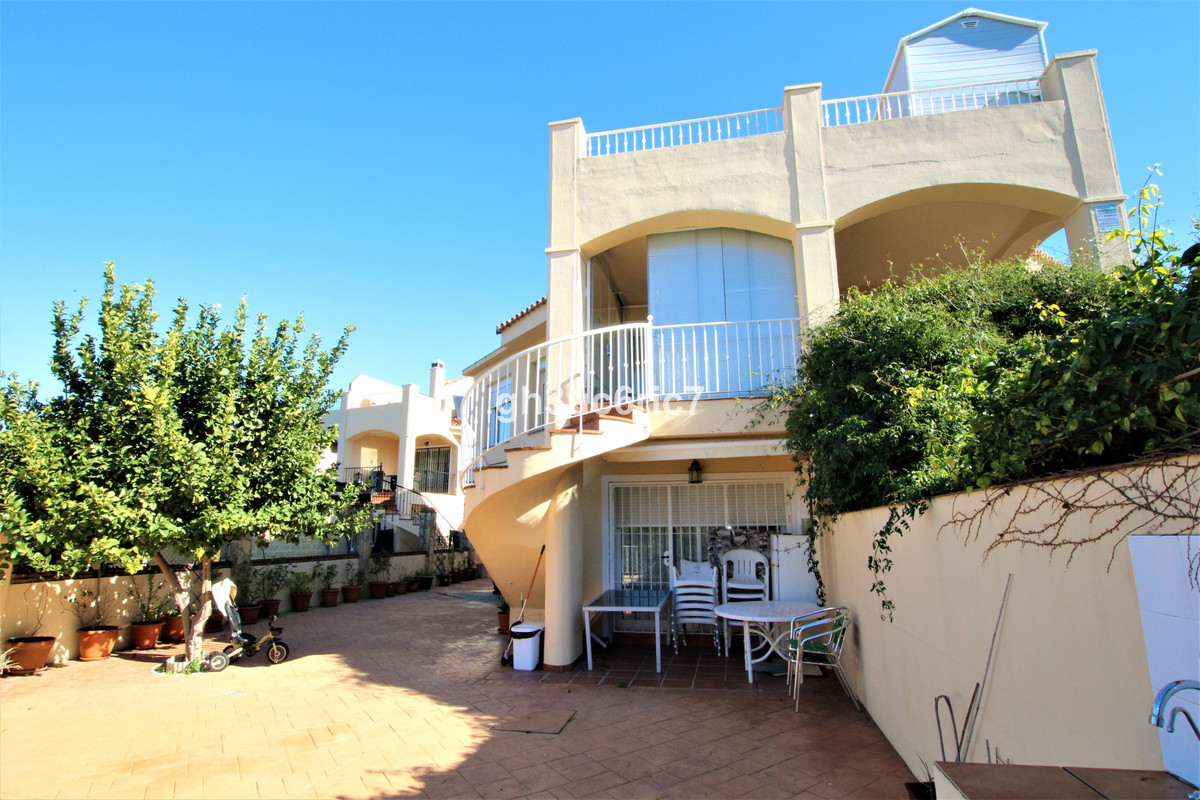 Large semi detached family home located in the upper area of Riviera del Sol. At the entrance there ,Spain