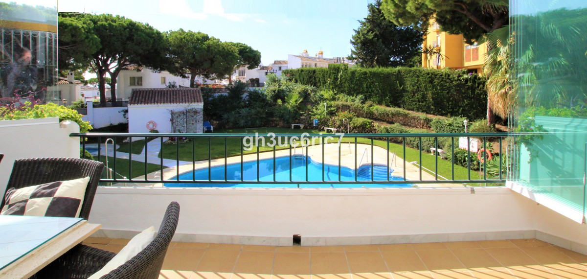 A fantastic two bedroom apartment located in lower Calahonda with easy walking distance to all ameni,Spain