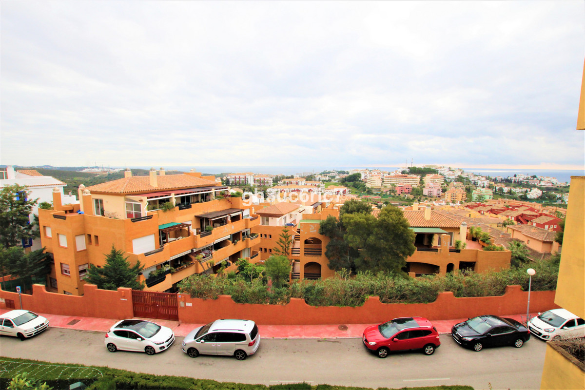 Panoramic sea views! A bright and airy apartment, centrally located in Riviera del Sol, comprising o, Spain