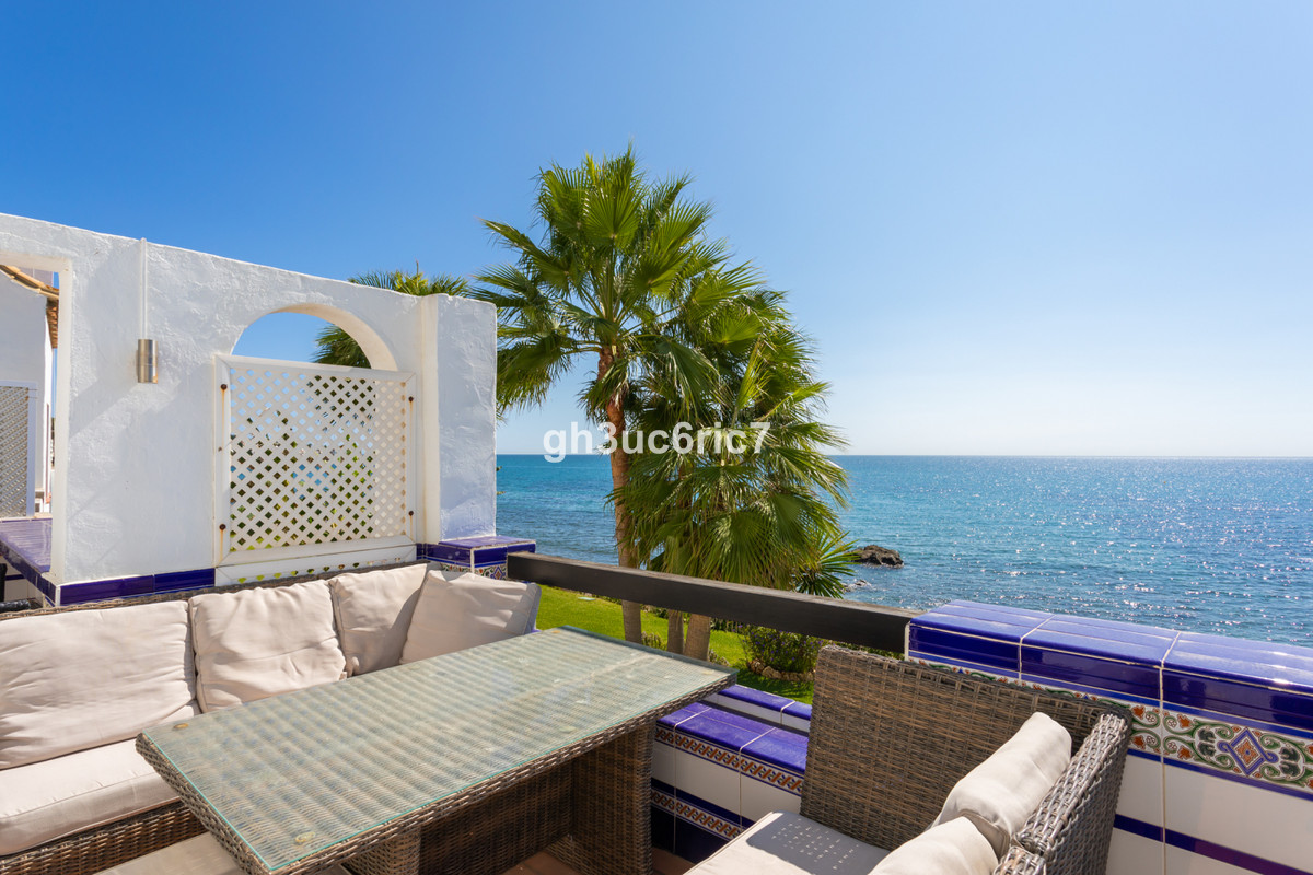Amazing opportunity to aquire the most beautiful, Andalucian style penthouse on the coast. This stun, Spain