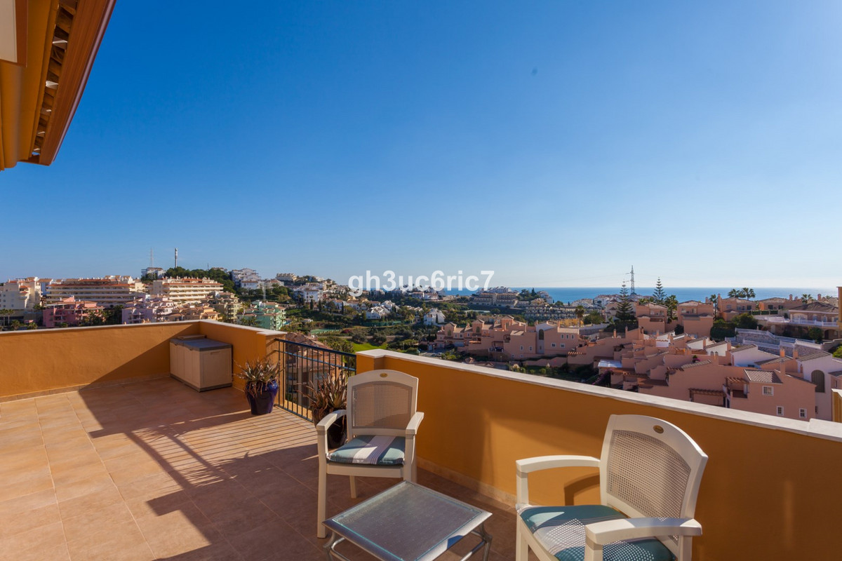 Fabulous penthouse with spacious terrace of 132 sqm from which you have a spectacular sea view in Ri,Spain