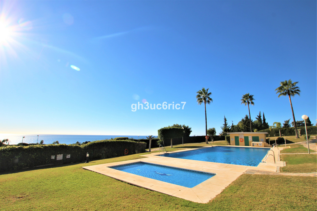 Ground Floor Apartment for sale in Cabopino R3771511