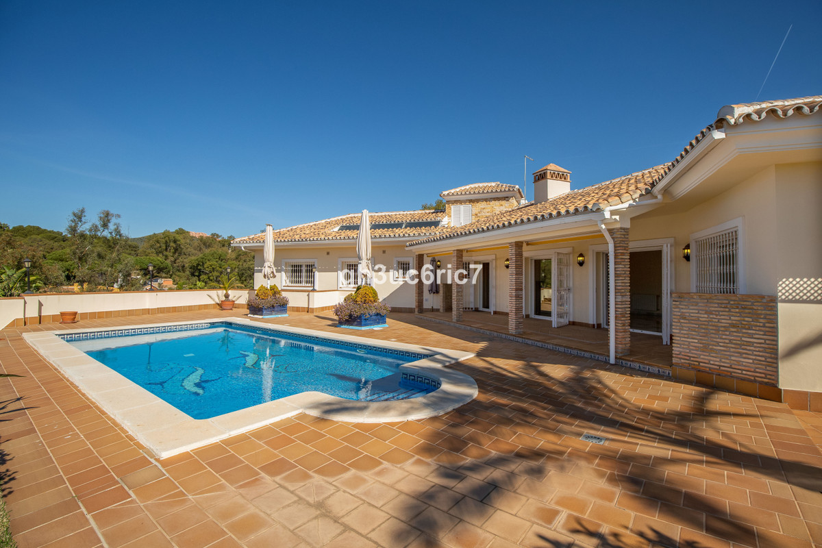 Marbella Banus Villa en Venta en Calahonda – R3638339