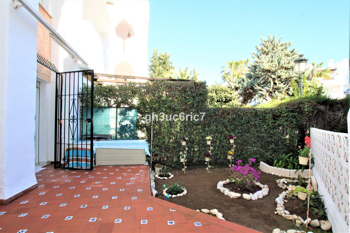 Fantastic ground floor apartment located in the lower area of Calahonda within easy walking distance, Spain
