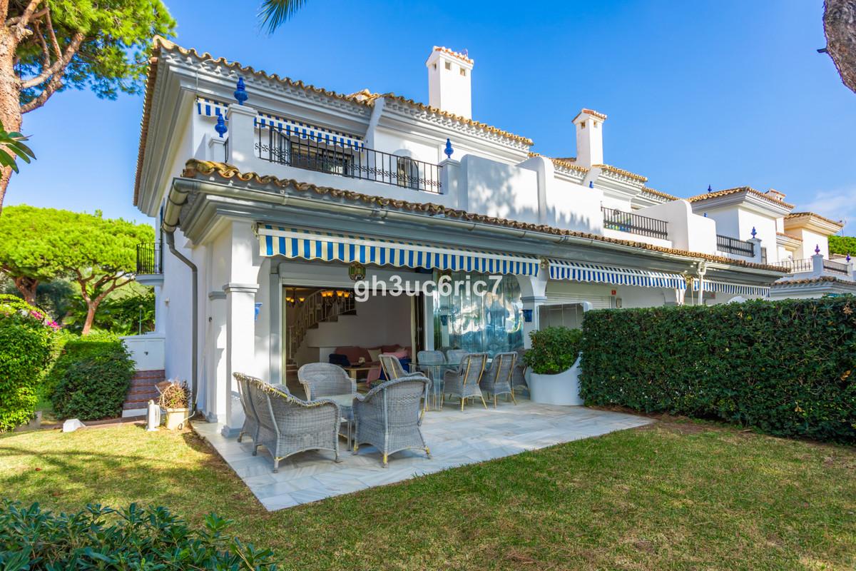 Marbella Banus Pareada en Venta en Cabopino – R3725072